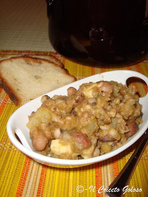 Zuppa tiepida di legumi. caciotta e patate (1)