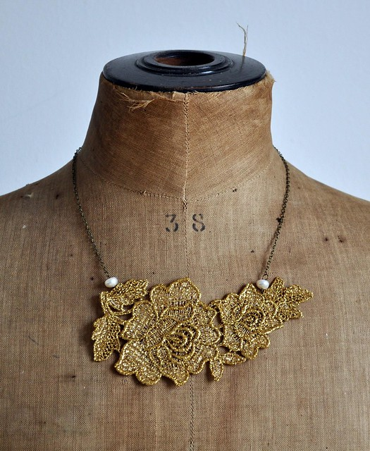 golden roses necklace
