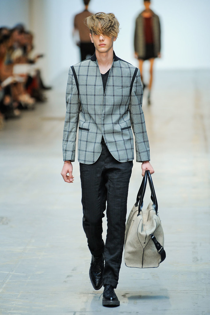 SS12 Milan Costume National Homme005(VOGUEcom)