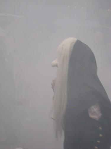 Nebelhexe beim Fasnachtsumzug in Rottenburg