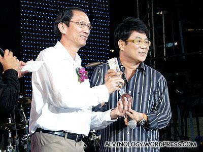 Movie director, Jack Neo receiving his award