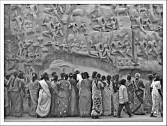 Faces à Faces (Christian Lagat) Tags: boy sculpture woman india blackwhite women noiretblanc femme version hindu sari tamilnadu femmes garçon inde mahabalipuram mamallapuram hindouisme भारत unworldheritage arjunaspenance descentoftheganges patrimoinemondialdelunesco