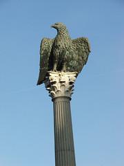 Aquila (veiguia88) Tags: bronze eagle vieja galicia column walls lugo romanempire intramuros legion santodomingo bronce columna aquila guia cuidad legin murallas guila hispania imperioromano zonavella gallaecia zonavieja paxromana lucusaugusti lexin guilaromana aquilaromana