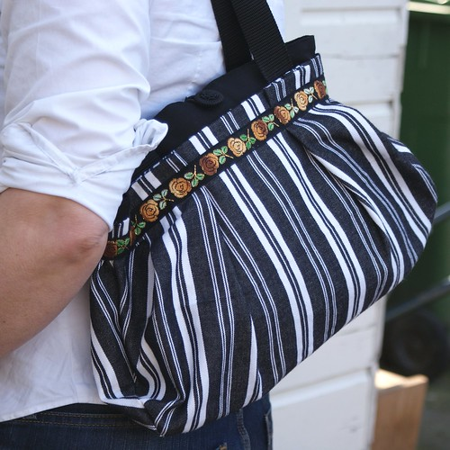 Dutch sisters stripe spring bag