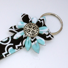 23 (bagsandbuds) Tags: origami keychain pouch zipper quilted bags kanzashi