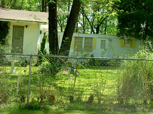 Outstanding Yellow & White Mobile Home, Saline County AR - a photo