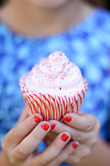red nails (cannelle-vanille) Tags: friends spring playdate raspberrycupcakes stellaandjon theywillmisseachother