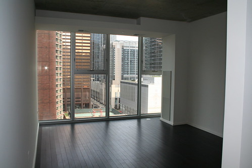 550 N Saint Clair, Small Studio, Living Space