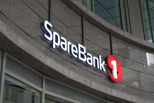 SpareBank 1-lysskilt