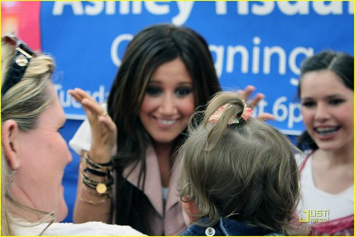 ashley-tisdale-free-concert-tomorrow-07