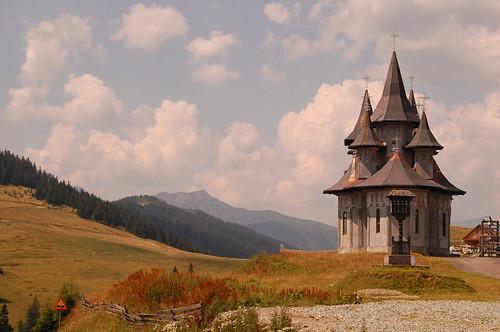 Monasterio cerca de Borşa
