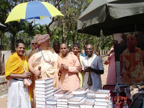 H H Jayapataka Swami in Tirupati 2006 - 0043 por ISKCON desire  tree.