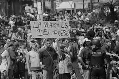 la plaza es del pueblo (A U B I A) Tags: libertad derechos plazacatalua 27m violenciapolicial acampadabcn resistenciapacifica