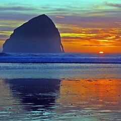 Kiwanda sunset (Oregonlahar) Tags: ocean sunset beach oregon coast searchthebest pacific northwest pacificocean haystack pacificnorthwest cape lahar neskowin seastack coughlin pacificcity kiwanda platinumphoto anawesomeshot pentaxk10 kkcoughlin