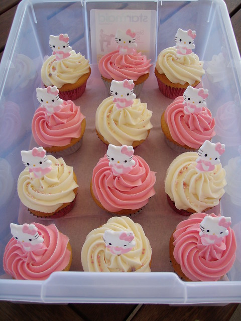 Mossy's Masterpiece hello kitty cupcakes