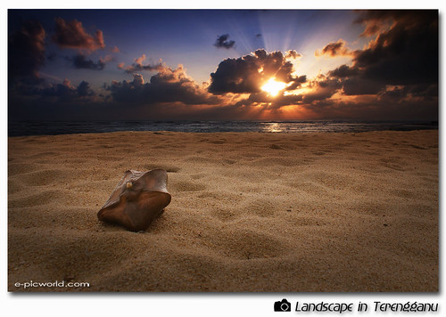 tok jembal beach at dawn picture