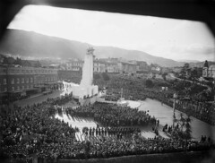 Crowd at the dedication ceremony of the Cenotaph, Wellington, 1932 (National Library NZ on The Commons) Tags: 1930s wellington cenotaph crowds williamhallraine nationallibrarynz
