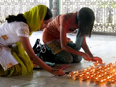 Offering puja (Linda DV) Tags: travel people india canon geotagged temple assam 2008 sevensisters puja sivasagar sibsagar 7sisters northeastindia powershots5is lindadevolder sivadol