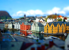 Miniature lesund harbour (larigan.) Tags: harbor harbour havn lesund hms aalesund tiltshift tiltshift12 fakeeffect abigfave citrit larigan phamilton happyminiaturesunday gettyimagesnorwayq1 licensedwithgettyimages
