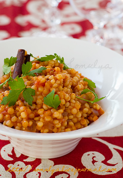 Israeli (Pearl) couscous with tomatoes & spices (ptitim)