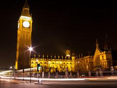 BigBen bei Nacht (surf_opi) Tags: tower clock westminster night traffic bell great bigben palace verkehr nachtaufnahme nachts ststephenstower uhrturm langebelichtung theclocktower beinacht