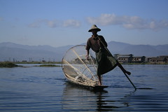 Inle Leg Rower (Kyaw Photography) Tags: lake water landscape boat fisherman kitlens inle canonefs1855mm freeburma legrower canoneos450d inntha rebelxsi kyawphotography burmesetradition yeyintkyaw