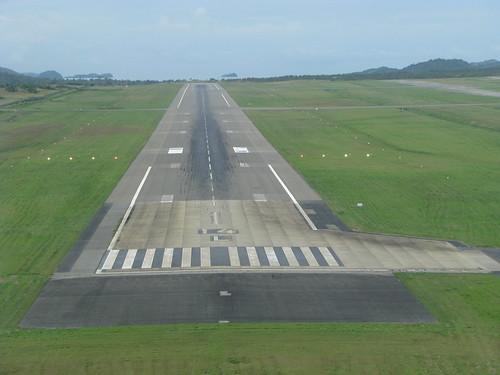 Runway 14L Port Moresby por kahunapulej.