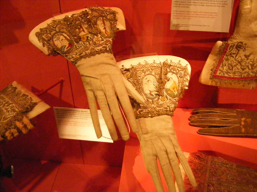 Late Tudor & Jacobean Gloves