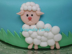 Ovelha Dolly no detalhe do minibolo - Sheep Dolly (details cake sheep and cars) (Alexandra Bolos Artsticos) Tags: minibolos
