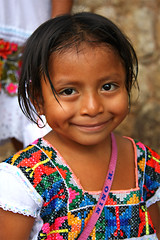 La nia Yucateca (Nino H) Tags: trip travel portrait people cute colors girl beautiful face mxico mexico vacances maya yucatan clothes nia yucatn mexicanos mexique fille vacations visage vtement mywinners