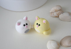 Round Kitties (fliepsiebieps1) Tags: pink blue sculpture white yellow cat miniature spring turquoise pastel kitty polymerclay clay kitteh figurine