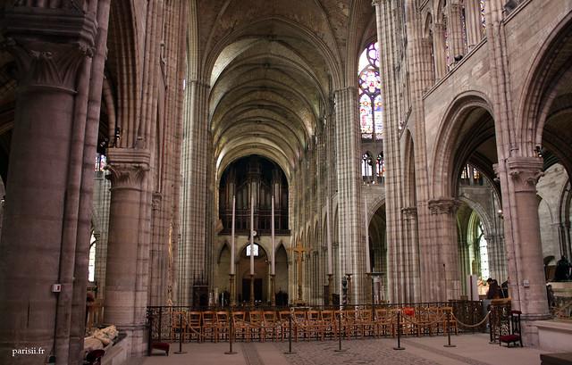 Les proportions à lintérieur de léglise sont harmonieuses et grandioses : du pur gothique