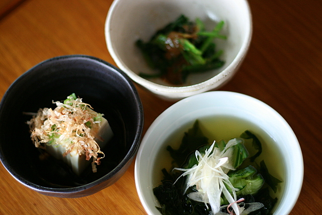 Horenso Goma-Ae (Spinach with Sesame Dressing), Hiyaya-ko (Chilled Bean Curd) and Wakame Kyuri-su (Vinegared Seaweed and Cucumber)