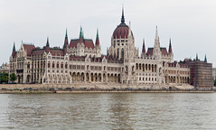Hungarian Parliamentary Building (LH_Wong) Tags: architecture spring hungary budapest 2009 soe rivercruise capitalcity canon2470mmf28l gothicrevivalstyle theunforgettablepictures theperfectphotographer rubyphotographer dragondaggerphoto canoneos5dmkii viewfromriverdanube easterneuropetrip2009 hungarianparliamentarybuilding
