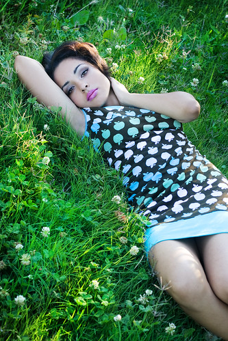 フリー画像| 人物写真| 女性ポートレイト| 白人女性| ワンピース| 緑色/グリーン|      フリー素材|