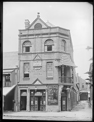 Westminster Hotel, Hunter Street, Newcastle, NSW, 2 February 1898 (Cultural Collections, University of Newcastle) Tags: westminster newcastle hotel pub australia nsw 1898 1897 hunterstreet westminsterhotel hunterst ralphsnowball snowballcollection ralphsnowballcollection asgn0680b28 newcastleregionnswhistorypictorialworks hotelsnewsouthwales photographynewsouthwalesnewcastle