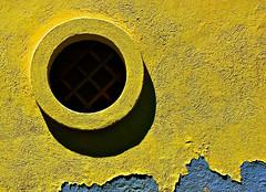 Imprigionando il buio (sguardojos) Tags: blue muro yellow azul wall pared blu minimal amarillo giallo minimalismo cagliari exma superaplus aplusphoto platinumheartaward creattivit exmacagliari