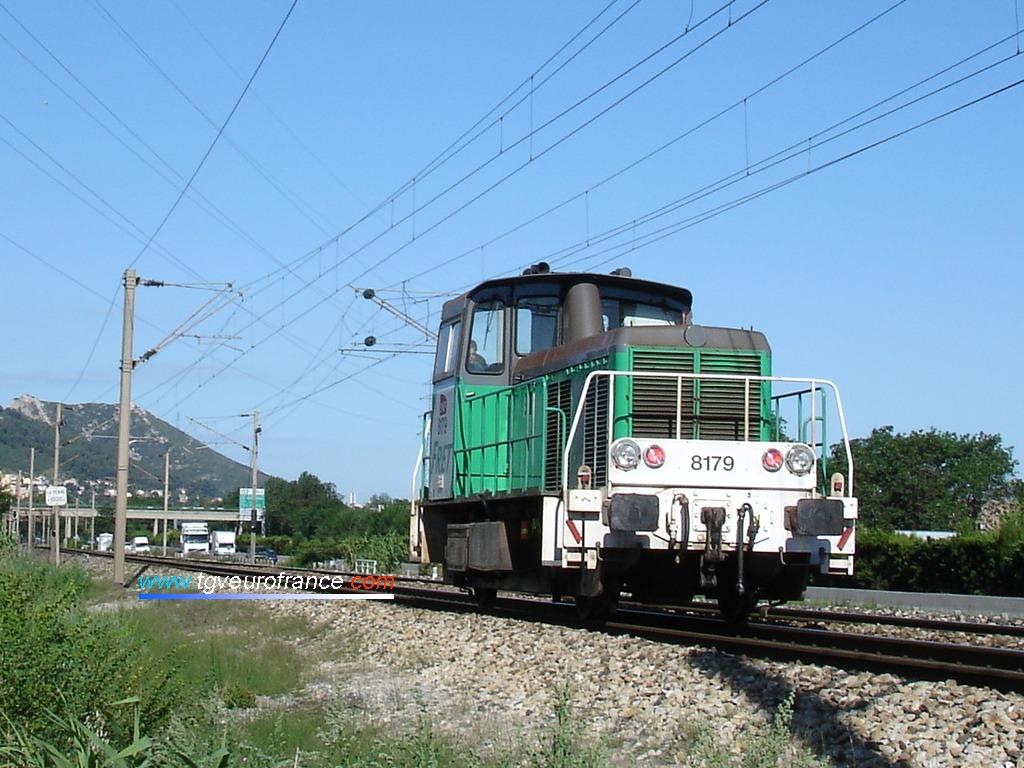 Le locotracteur Diesel le Y 8179 en livrée FRET SNCF sur la ligne classique entre Aubagne et Marseille