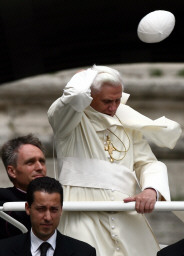 Pope looses hat