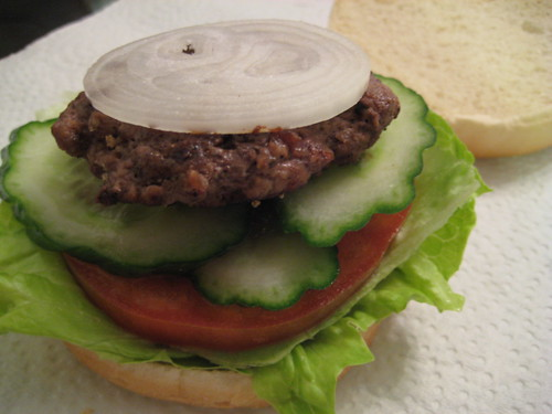 Hamburger with Onion/Lettuce/Tomato/Cucumber
