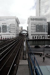 Canary Wharf DLR from Heron Quays (Dee Gee Arr) Tags: canon tamron eos10d 1118mm