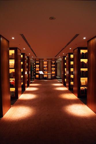 Park Hyatt Tokyo, Library