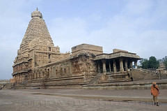 Brihadishwara temple at Thanjavur, Tamil Nadu (sanjayausta) Tags: world india tower heritage monument architecture religious temple 1 asia place indian south unesco kings granite gods thanjavur hindu hinduism tamil raja dynasty sanjay sites nadu chola austa gopurams brihadeeshwara rajarajeshwaram