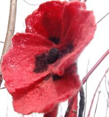 Poppy brooch (ingermaaike2) Tags: red black green wool felted felting brooch felt merino poppy poppie ingermaaike