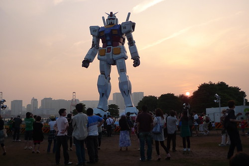 Gundam statue in Odaiba during sunset
