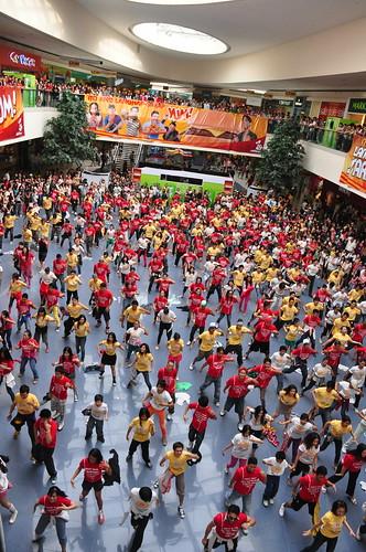 Jollibee turns Mall of Asia Atrium into big dance floor with 300 dancers
