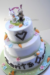 Mr.&Mrs. Rabbit (Bettys Sugar Dreams) Tags: pink flowers wedding rabbit bunny cake germany weddingcake hamburg rosa polymerclay fimo carrots hellblau hochzeitstorte hase torte hschen blten kurse hasen fondant torten gumpaste karotten brautpaar hochzeitstorten kannichen motivtorte bettinaschliephakeburchardt bettyssugardreams