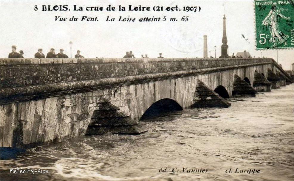 crue de la Loire au pont de Blois le 21 octobre 1907