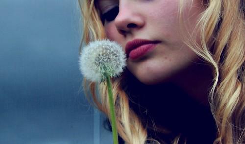 フリー写真素材, 人物, 女性, 金髪・ブロンド, タンポポ,