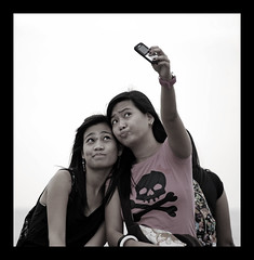 friendster (maraculio) Tags: street photography please processing moa testi friendster artphotography mallofasia maraculio friendsterpose desaturateseries1 thanxjumelsapagturong